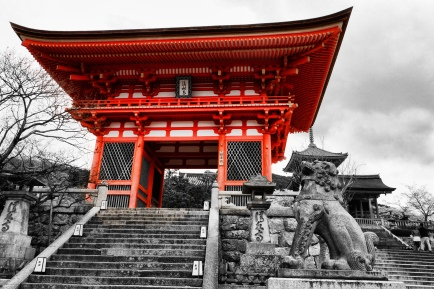 One of the main entrances in Kiyomizu-dera, Kyoto