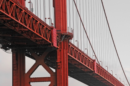Golden gate bridge - grand dame in red
